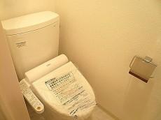 渋谷コーポラス ウォシュレット付トイレです。