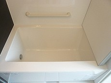 手すり付 浴槽です。