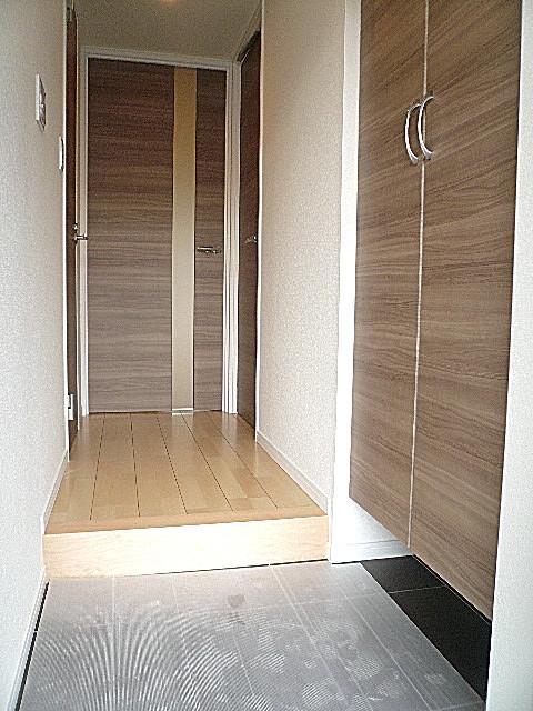 駒沢コーポラス 明るい玄関ホールです。