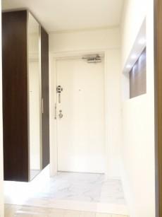 ライオンズマンション原宿 明るい玄関ホール