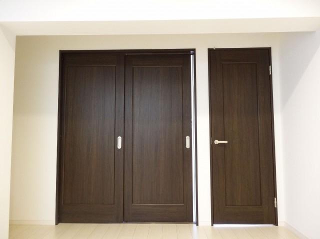 ライオンズマンション原宿 洋室の扉