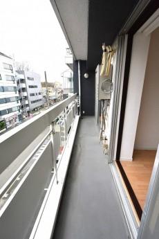 松涛マンション ベッドルームを繋ぐ南向きのバルコニー