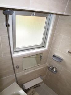 シャトレー渋谷 バスルームにも窓があります