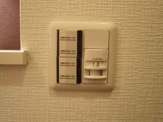第23宮庭マンション 玄関照明は人感センサー付