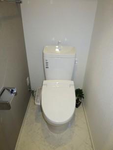 第23宮庭マンション ウォシュレット付のトイレ