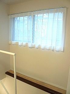 ジェイパーク目黒東山 階段 窓+カウンター部分