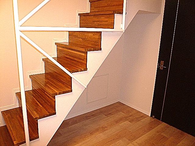 ジェイパーク目黒東山 階段下部スペース