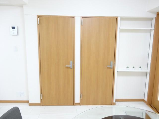 洗面室とトイレ扉