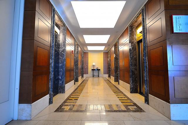 東京ツインパークス・レフトウイング 上層階エレベーターホール