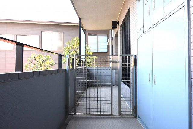 東急ドエル・アルス等々力弐番館 ポーチ付きの玄関