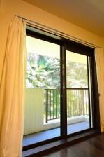 南青山グリーンヒルハウス ベッドルームの窓際