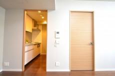 キッチン入口と洋室の扉