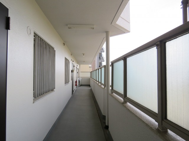 護国寺ロイアルハイツ 廊下