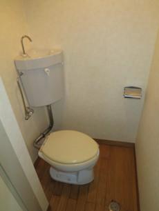 セントラル第二青山 フローリング床のトイレ