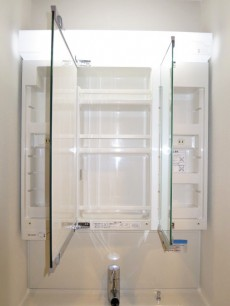 本郷壱岐坂ハイツ 機能的な洗面化粧台