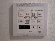 本郷壱岐坂ハイツ バスルームには浴室換気乾燥機付
