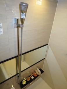 トーア早稲田マンション 浴室換気乾燥機付のバスルーム