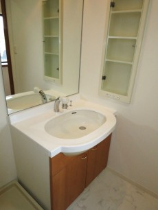 スカーラ四谷 ホテルライクな一枚鏡の洗面化粧台