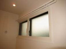 約7.2帖の洋室 収納 北側の窓