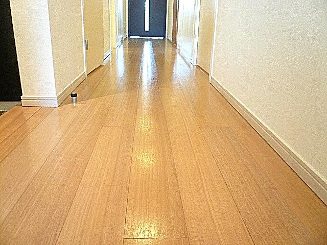 深沢ハウス お部屋を繋ぐ廊下204