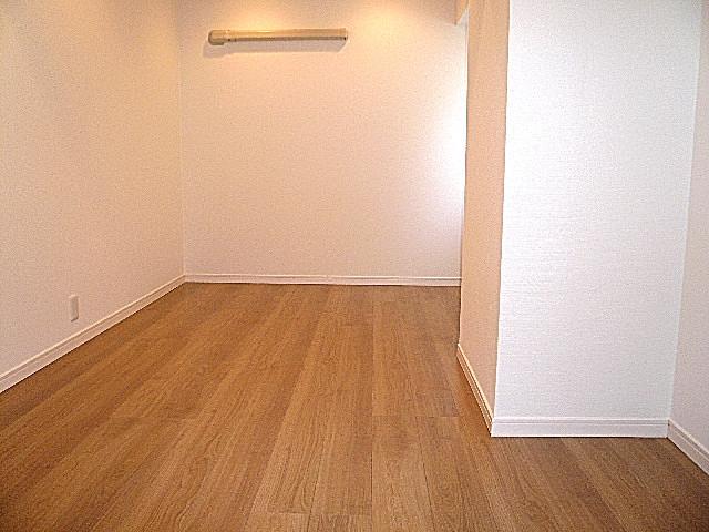 マンション南恵比寿 2面採光の洋室