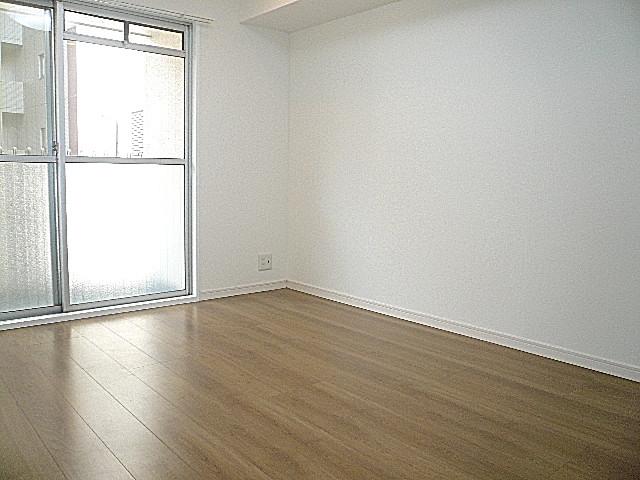 マンション南恵比寿 明るい洋室です。