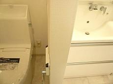 マンション第二恵比須苑 トイレと洗面台