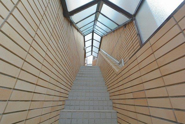 テラス目白 外階段