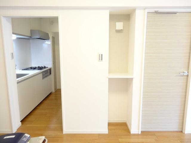 サンセピア幡ヶ谷 キッチンと洋室の扉