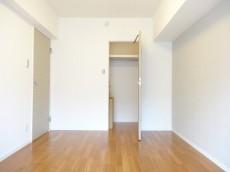 サンセピア幡ヶ谷 約6.7畳の洋室