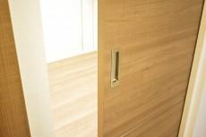 バロール代々木 5.4帖洋室ドア