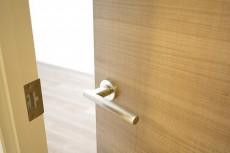 バロール代々木 5.7帖洋室ドア