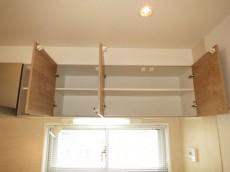 バロール代々木 キッチン上部には吊戸棚