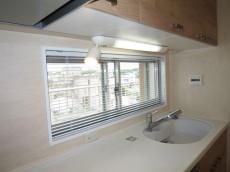 バロール代々木 窓があり明るいキッチン