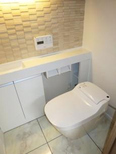 バロール代々木 ウォシュレット付のトイレ