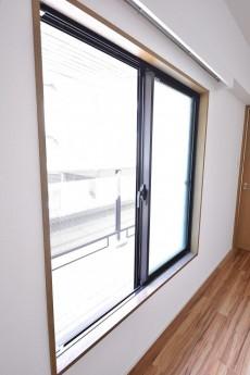 バルコニーへの窓