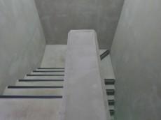 グランイーグル大森Ⅱ トランクルーム階段