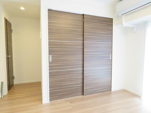 マンション五反田 洋室の扉