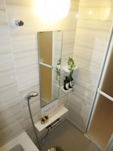 ゆったりサイズのバスルーム