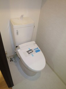 下落合南デュープレックス ウォシュレット付のトイレ