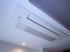 グランドメゾン中目黒 The Class 約13.4帖の洋室 天井カセット式エアコン