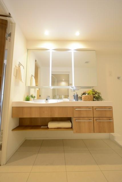 フアミール久堅 洗面室