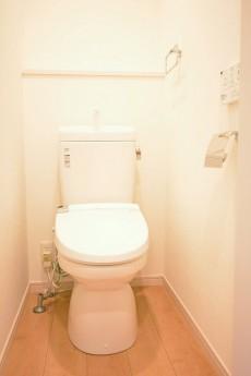 ライオンズマンション南平台 ウォシュレット機能付きトイレ