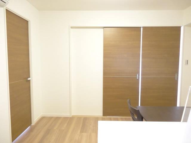 セブンスターマンション第二日本橋 洋室の扉