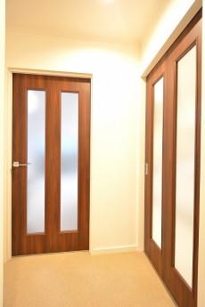 ヴァンヴェール南平台 リビングダイニングとキッチンのドア