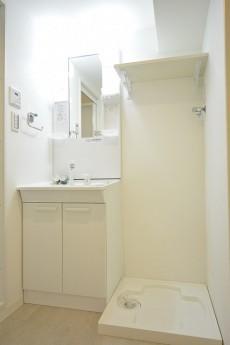 メゾンベール成城 洗面化粧台と洗濯機置場