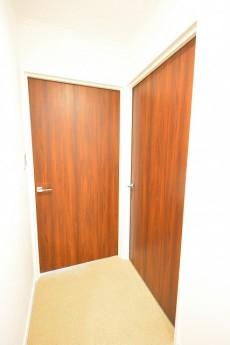ヴァンヴェール南平台 ベッドルーム2部屋ドア401