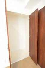 ヴァンヴェール南平台 8.17帖ベッドルームの収納スペース401
