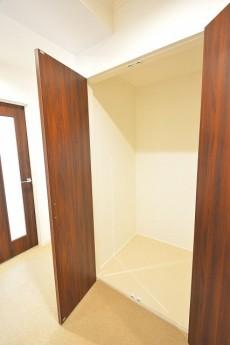 ヴァンヴェール南平台 廊下収納スペース401