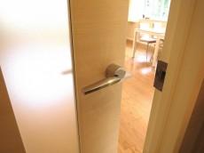 音羽ハウス 20.7帖のLDK ドア